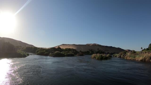vidéos et rushes de promenade en bateau sur le nil - égypte