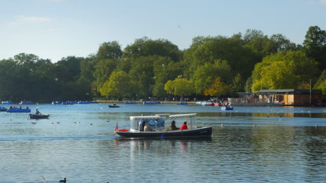 boat riders on the serpentine in london hyde park (uhd) - hyde park london stock videos & royalty-free footage
