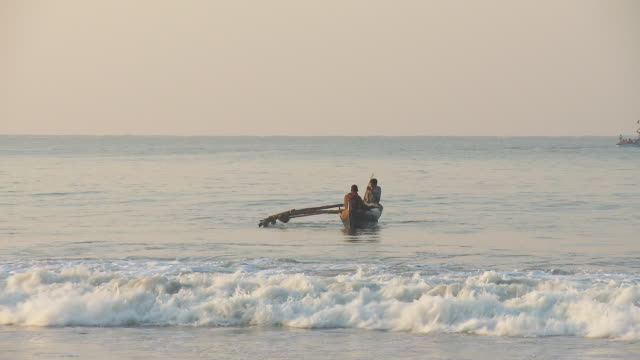 WS Boat riding on waves into beach / Palolem, Goa, India