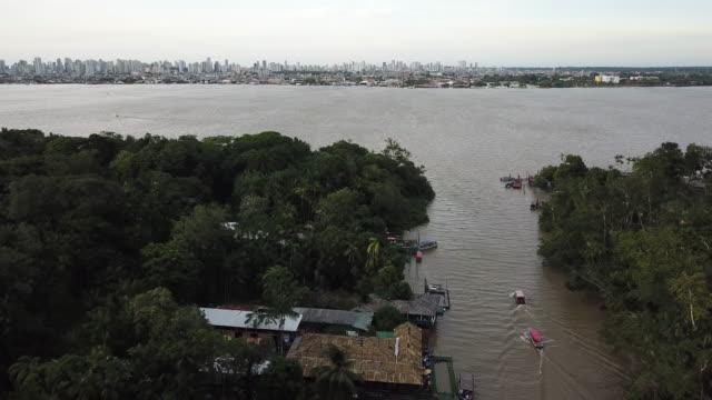 vídeos de stock, filmes e b-roll de barco que navega no console de combu (ilha do combu), estado de para, brasil - ilha