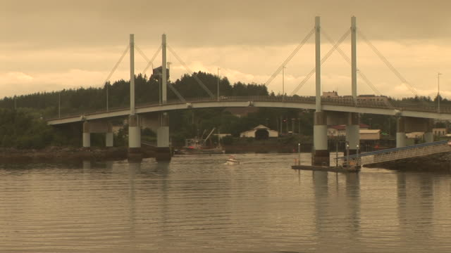stockvideo's en b-roll-footage met ws, boat sailing under o'connell bridge, sitka island, alaska, usa - sepiakleurig