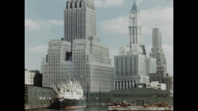 1948 boat tour of manhattan - nave passeggeri video stock e b–roll