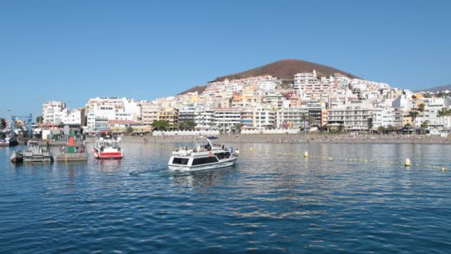 vídeos de stock e filmes b-roll de boat tour tenerife - navio de passageiros