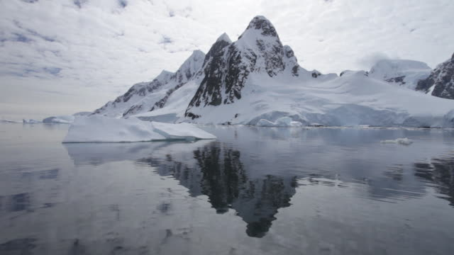 boat track past mountain in lemaire channel, antarctic peninsula, antarctica  - antarctic peninsula stock videos & royalty-free footage