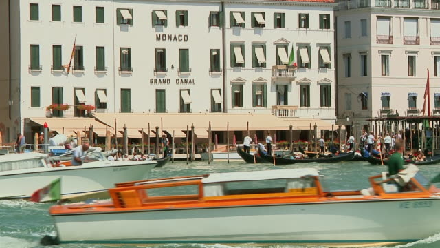 WS Boat traffic on Grand Canal / Venice, Italy