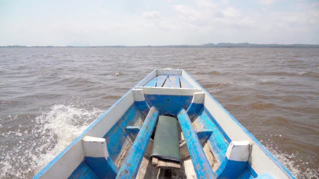 """pov of boat travel in tropical lagoon """"talay noi"""" - boat point of view stock videos & royalty-free footage"""