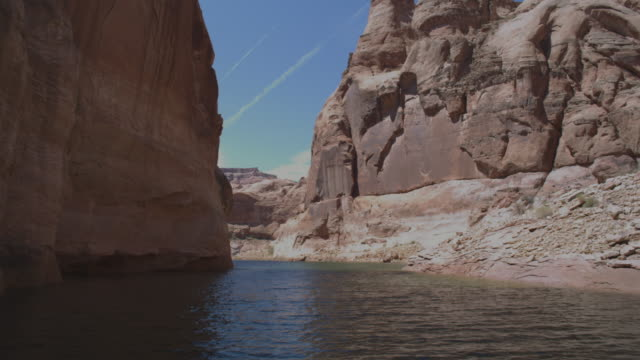 vídeos de stock, filmes e b-roll de ws pov boat traveling at powell lake / page, neveda, united state - lake powell