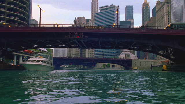 pov boat traveling on chicago river / tu / chicago, illinois - chicago river stock videos & royalty-free footage