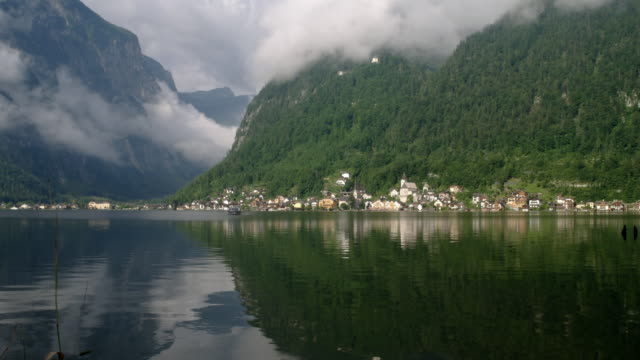 ws zo t/l boat travelling across hallstatter see lake / hallstatt, upper austria, austria - upper austria stock videos & royalty-free footage