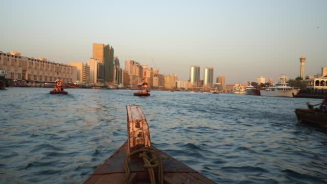 boat trip on the dubai creek - tradizione video stock e b–roll