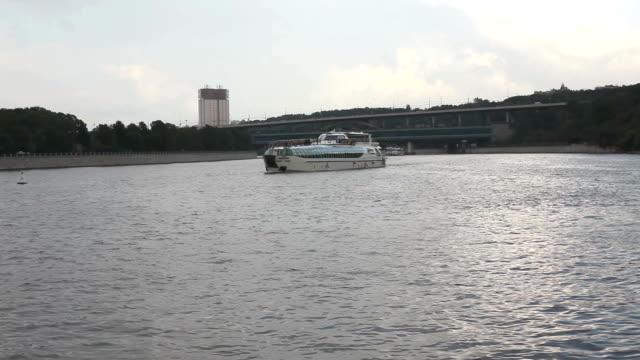 stockvideo's en b-roll-footage met boat - passagiersboot