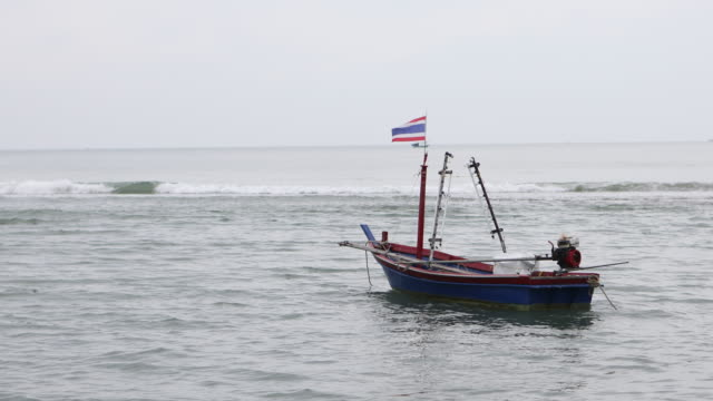 boot - insel phi phi le stock-videos und b-roll-filmmaterial