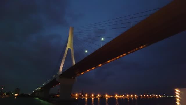 boat pov ws la yokohama bay bridge at night, yokohama, kanagawa prefecture, japan - low angle view stock videos & royalty-free footage