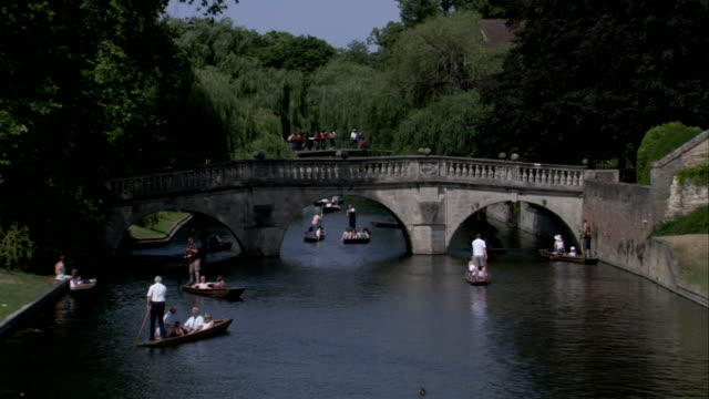 boaters on punts cross the river cam, cambridge. available in hd. - cambridge university stock videos and b-roll footage
