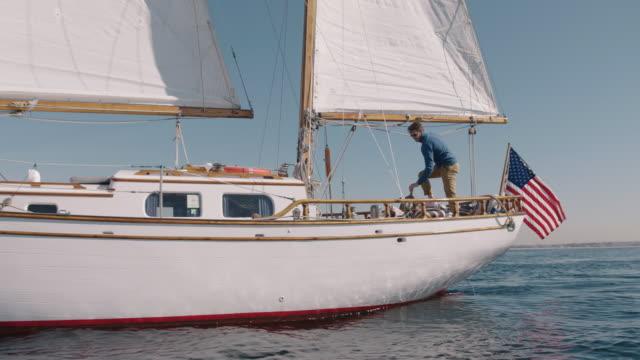 boating - besatzung stock-videos und b-roll-filmmaterial