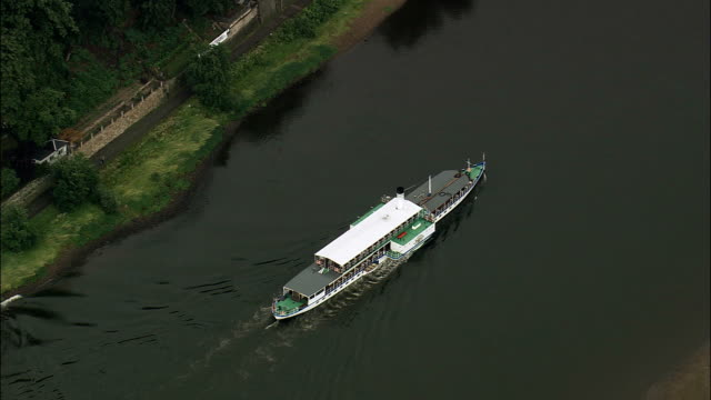 boats along river elbe  - aerial view - saxony,  helicopter filming,  aerial video,  cineflex,  establishing shot,  germany - paddle boat stock videos & royalty-free footage