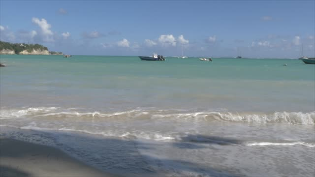 vidéos et rushes de boats and beach at la datcha, le gosier, pointe-a-pitre, guadeloupe, french antilles, west indies, caribbean, central america - guadeloupe