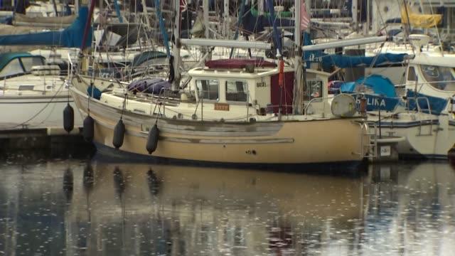 boats at chatham maritime marina in gillingham kent - chiusa di fiume video stock e b–roll