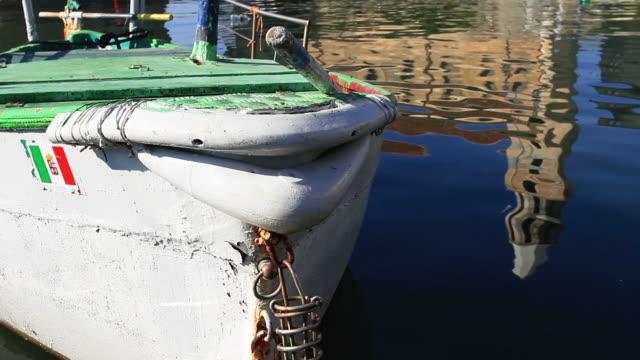 船で港 pollica 、salerno 、イタリア - ナポリ点の映像素材/bロール