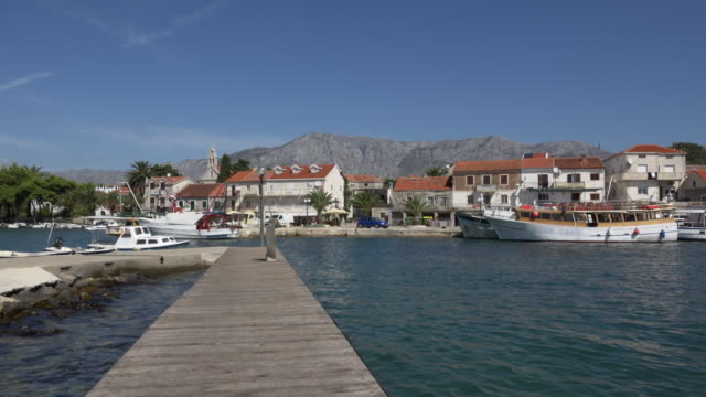 PAN / Boats in fishing village