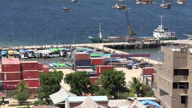 ws boats in harbor, labuan bajo, flores island, east nusa tenggara, indonesia - フロレス点の映像素材/bロール