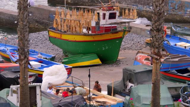 boats in harbour - 男漁師点の映像素材/bロール
