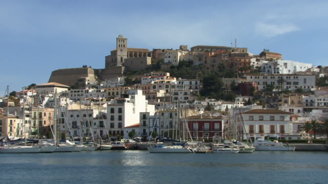 zo, ws, boats in ibiza town marina, ibiza, balearic islands, spain - jachthafen stock-videos und b-roll-filmmaterial