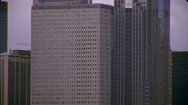 ms, tu, td, boats in marina and two prudential plaza, chicago, illinois, usa  - two prudential plaza stock videos & royalty-free footage