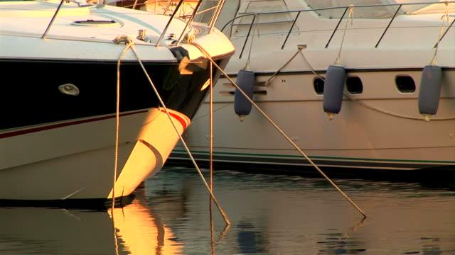 hd :ボートでマリーナ - ツレス点の映像素材/bロール