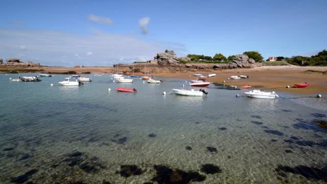vidéos et rushes de boats moored at cote de granit rose - littoral