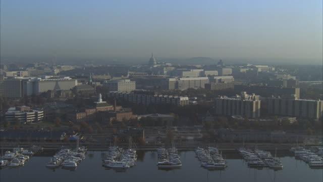 stockvideo's en b-roll-footage met aerial, boats moored in marina, washington dc, washington, usa - potomac rivier
