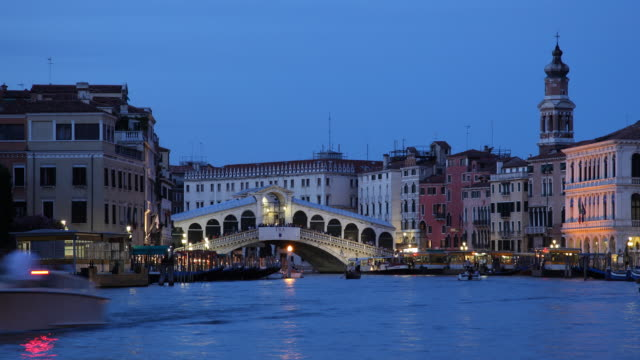 t/l ws boats on grand canal near ponte rialto, dusk to night / venice, italy - ponte stock videos & royalty-free footage