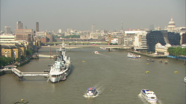 ws, ha, boats on river thames, cityscape in background, london , england - docks stock videos & royalty-free footage
