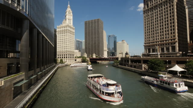 boats on the chicago river, the wrigley building and other skyscrapers - elevated view stock videos & royalty-free footage