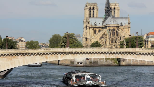 stockvideo's en b-roll-footage met ha boats on the river seine during notre dame day celebrations / paris, ile de france, france - breedbeeldformaat