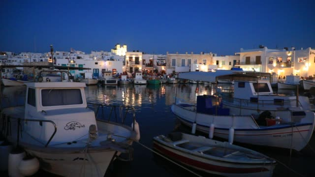 vídeos de stock e filmes b-roll de boats pictured in naoussa harbor at dusk, main tourist town in the north of paros island, in the cyclades archipelago on august 18, 2020 in naoussa,... - cultura mediterrânica