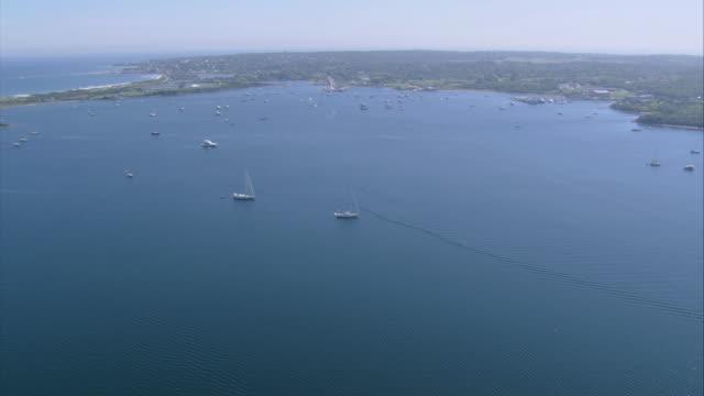 vídeos y material grabado en eventos de stock de aerial boats sailing on the great salt pond and boats docked in the harbor / new shoreham, rhode island, united states - formato buzón