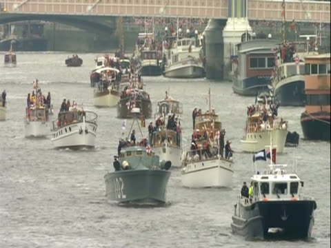 boats sailing the thames during the thames diamond jubilee pageant - beauty contest stock videos and b-roll footage