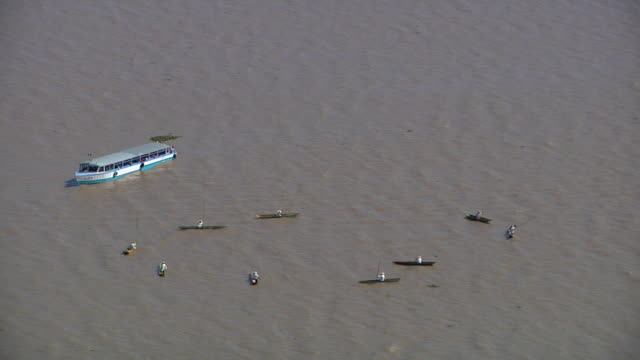 boats with fishermen with giant fishing nets and canes in lake patzcuaro in janitzio, michoacán / mexico - michoacán video stock e b–roll