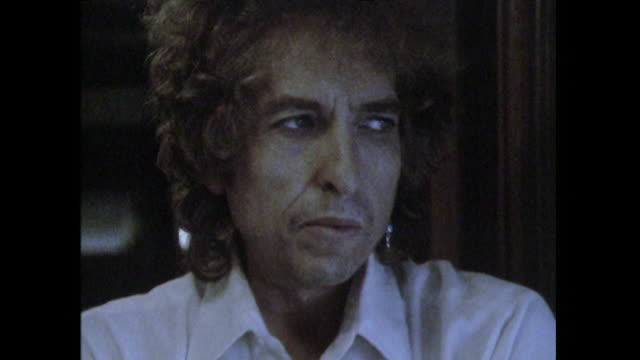 Bob Dylan saying his songs are more 'like short attention span thingsthat goes down very quickly'