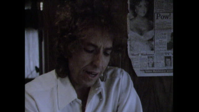 Bob Dylan stating that money 'changes the quality of the work that's being done'