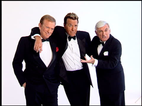 bob eubanks, chuck woolery, and jamie farr at the legendary game show gurus launch of the '$250,000 ultimate game show' at null in los angeles,... - tävlingsprogram bildbanksvideor och videomaterial från bakom kulisserna