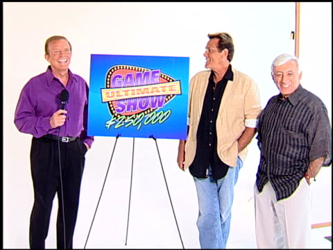 vídeos de stock, filmes e b-roll de bob eubanks, chuck woolery, and jamie farr at the legendary game show gurus launch of the '$250,000 ultimate game show' at null in los angeles,... - game show