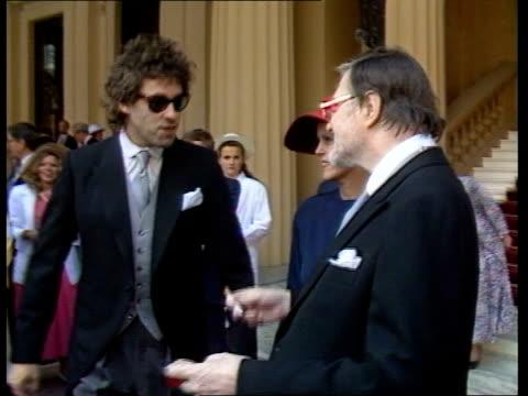 bob geldof and john paul getty ii receive kbes itn london ext bob geldof greeting john paul getty getty walking in crowd of people - bob geldof stock videos & royalty-free footage
