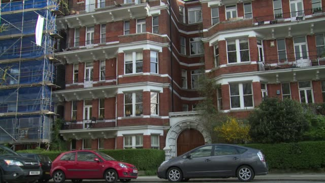 stockvideo's en b-roll-footage met views bob geldof's home at celebrity sightings in london on april 8 2014 in london england - bob geldof