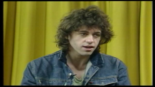 stockvideo's en b-roll-footage met bob geldolf speaking about the live aid concert a month before the concert i think this is quite obviously the most important pop event ever i don't... - bob geldof