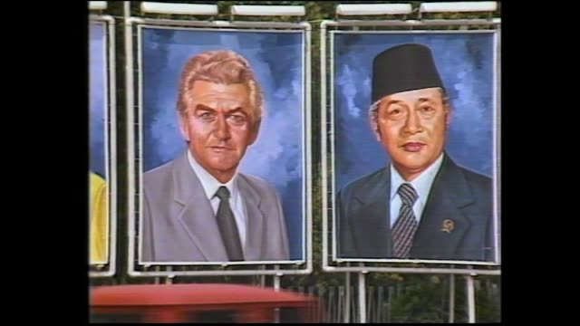 bob hawke and hazel down plane steps / military salute / hawke with flower garland around neck walks with president suharto on tarmac / military... - bob hawke stock videos and b-roll footage