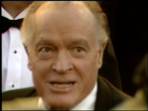 bob hope at the 1989 academy awards at the shrine auditorium in los angeles, california on march 29, 1989. - ボブ ホープ点の映像素材/bロール