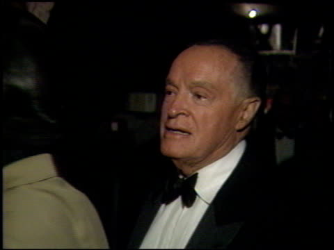 bob hope at the 1989 academy awards ball at the shrine auditorium in los angeles, california on march 29, 1989. - ボブ ホープ点の映像素材/bロール