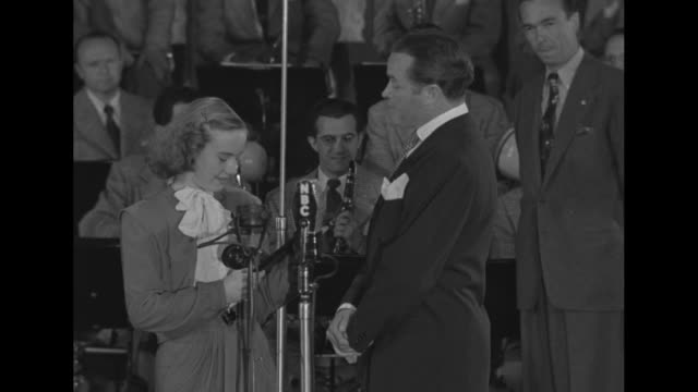 bob hope presents peggy ann garner the look magazine award for best child actress peggy gives her thanks she and hope share a laugh / hope with louis... - 1946 stock-videos und b-roll-filmmaterial